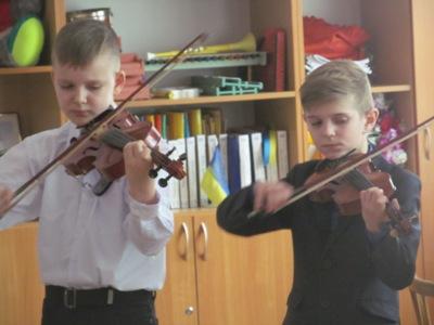 http://dnzteremok1.ucoz.ua/muzika16/mikh_i_muz_shkola_032.jpg